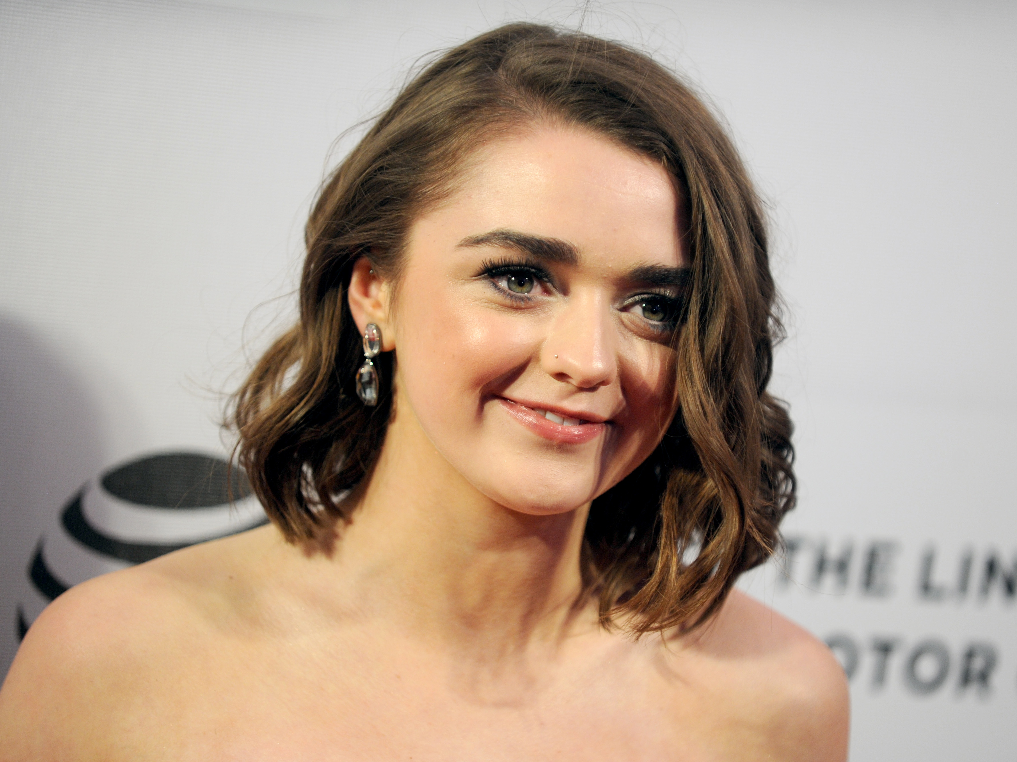 maisie williams est amoureuse et elle le dit. Black Bedroom Furniture Sets. Home Design Ideas